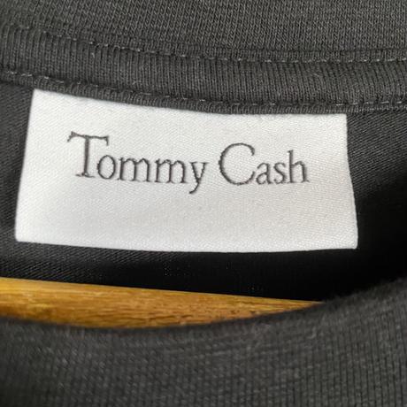 即完売!新品★Maison Margiela × TOMMY CASH  メゾンマルジェラ トミーキャッシュ 刺繍 ブランドロゴ Tシャツ