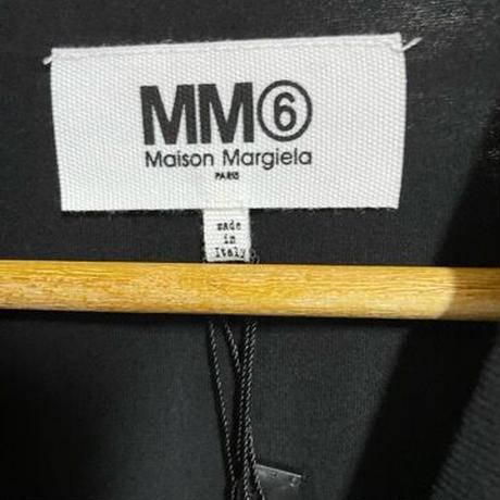 新品★Maison Margiela MM6 メゾンマルジェラ ブランドロゴ インサイドアウトリバース '6' Tシャツ  ブラック
