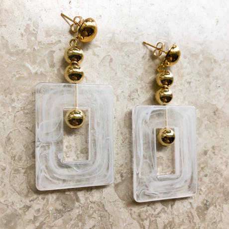 square motif pierce(white)