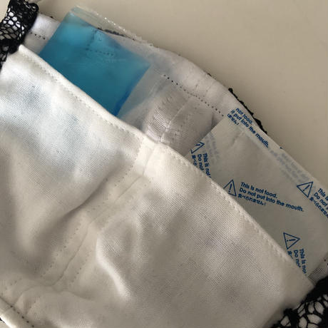 竹布ガーゼ使用 ※大きめサイズ 黒レース立体アイスマスク(紐を太めに改良しております) 保冷剤10g×2個付き ※送料は別カートにお入れ下さい