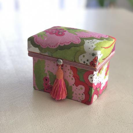 サンプル作品につき specialプライス 完成品 ミニ茶箱 マニュエルカノーヴァス)● 送料は着払いとなります。
