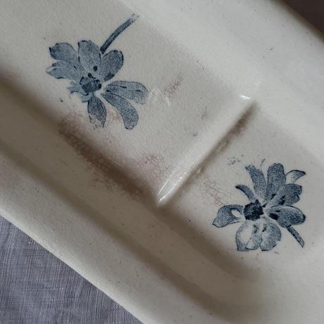 ブルーグレーの花がかわいいコームトレイ