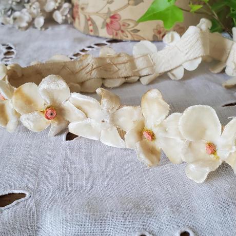 アイボリーのお花のヘッドリース