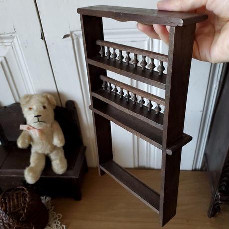 スピンドルが美しいプレート飾り台/おもちゃ