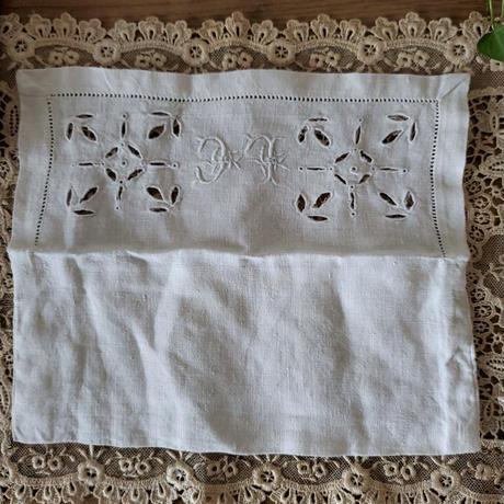 モノグラム刺繍入りポシェット