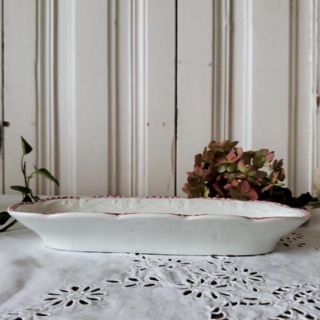ホップの花とレリーフが美しいコームトレイ