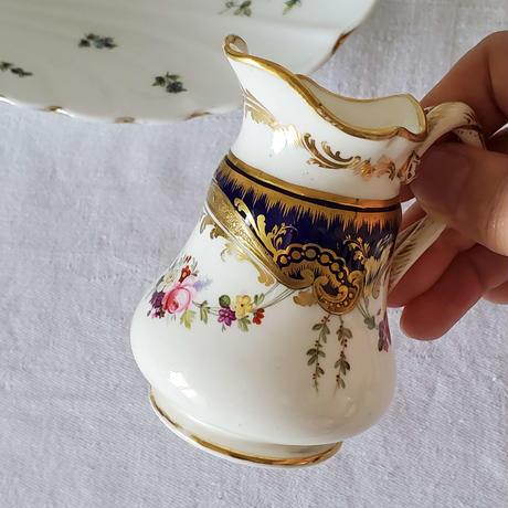 手描きのお花が美しいミルクポット