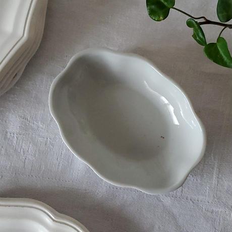 小さな白磁の花リムラヴィエ