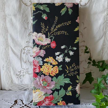 大人な花柄、黒のカルトナージュボックス
