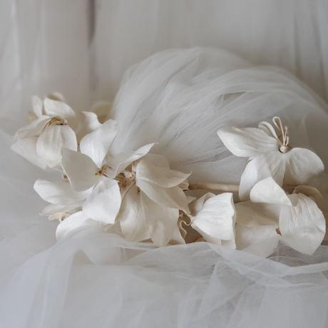 白い布花ティアラ