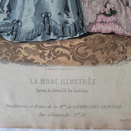 ロマンチックなドレスのふたり/モード画