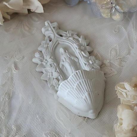 ビスク白いベニチエ 聖水盤
