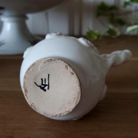 ボタンレリーフのミルクポット