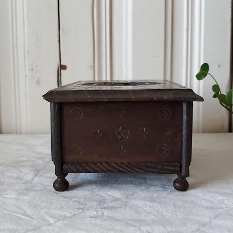 手彫りが美しい木製ボックス/大