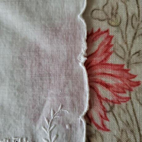 モノグラム刺繍入りハンカチ