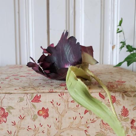 布花 ボルドー色のチューリップ