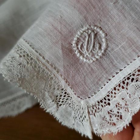 モノグラム刺繍入りシンプルハンカチ