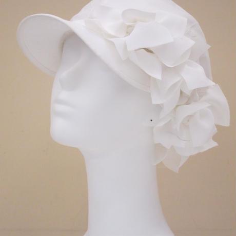 これさえあれば大丈夫!メイクなしで外出できる今必須アイテム「お花いっぱいキャスケット帽」
