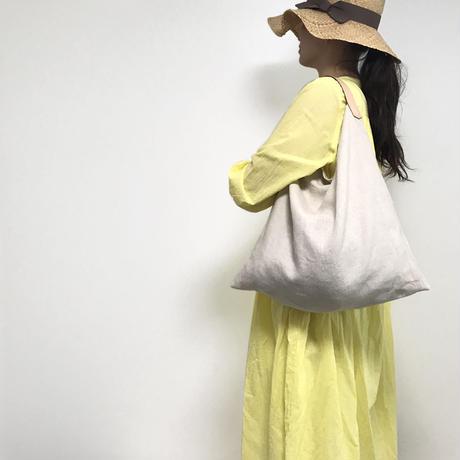 リネンとレザーのワンベルトバッグ(M・ベージュ)