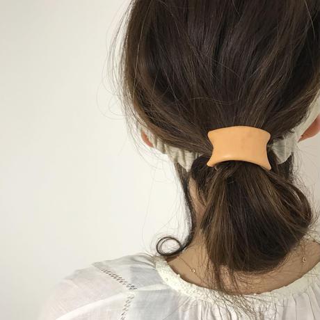 革のヘアゴム(ヌメ革・キャメル)