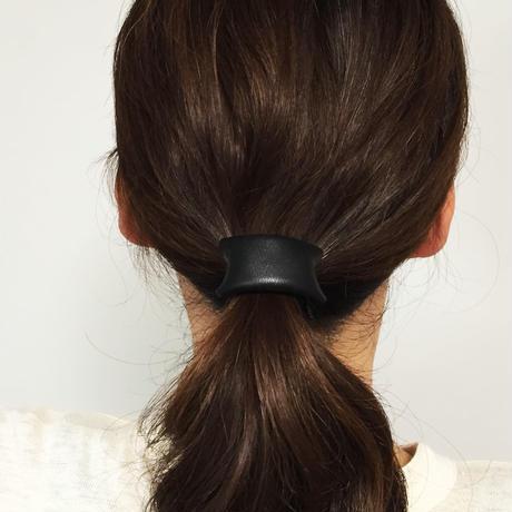 革のヘアゴム(黒)