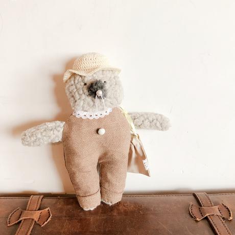 おでかけネコさん (手編み帽子と巾着つき)