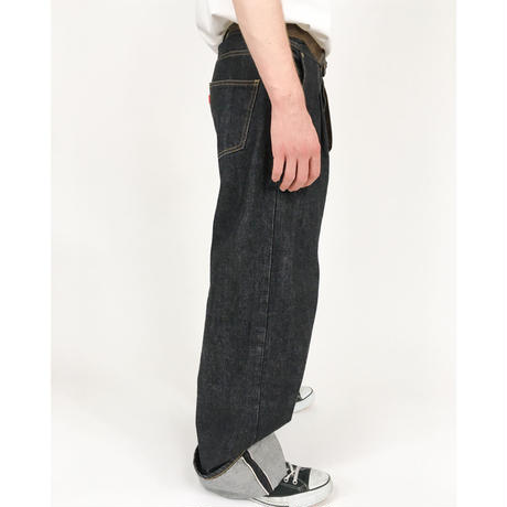 RED SELVAGE JEANS   (BLACK)