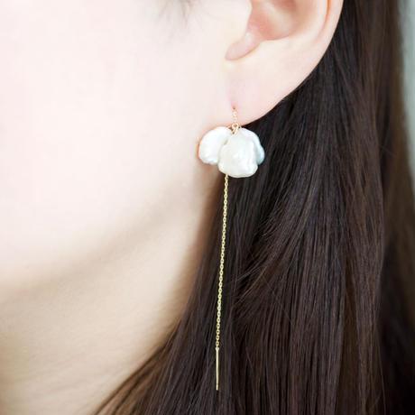 Petal pearl chain earrings S3