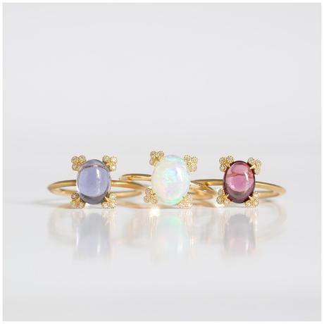 Spread garnet ring