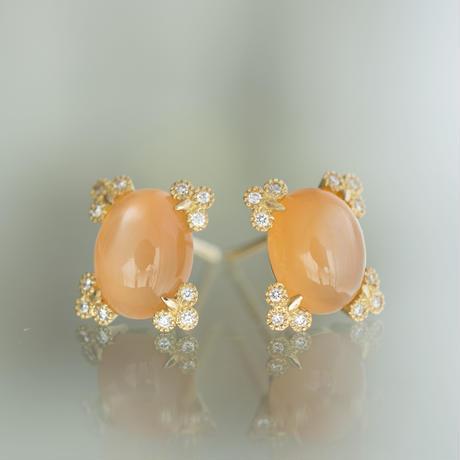 Spread moonstone earrings