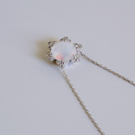 Spread opal necklace