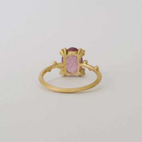 Spread pink sapphire ring