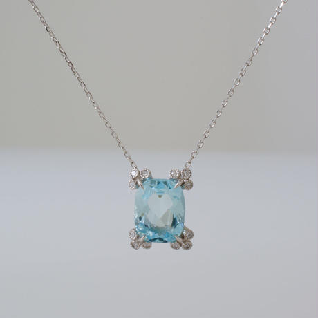 Spread aquamarine necklace
