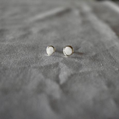 mizutamari  pierce white