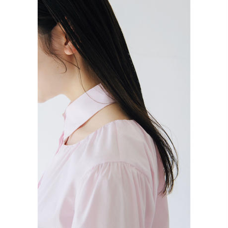 1. 〔plain〕Collar bone slit blouse【全額】