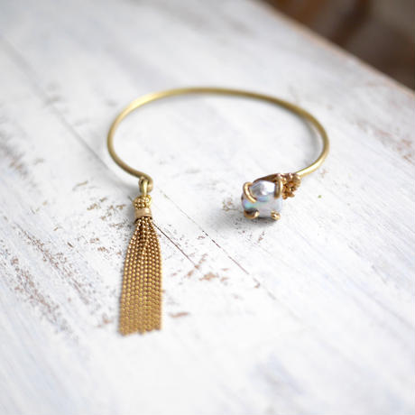 Gray pearl×tassel bangle