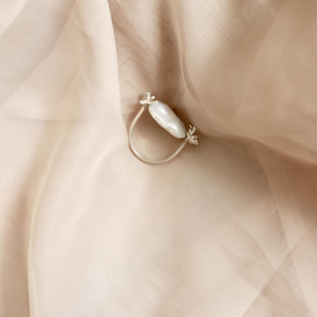 Baroque pearl coral ring