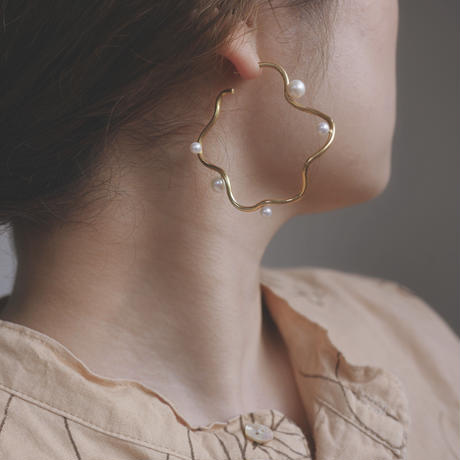Fresh water pearl flow earrings