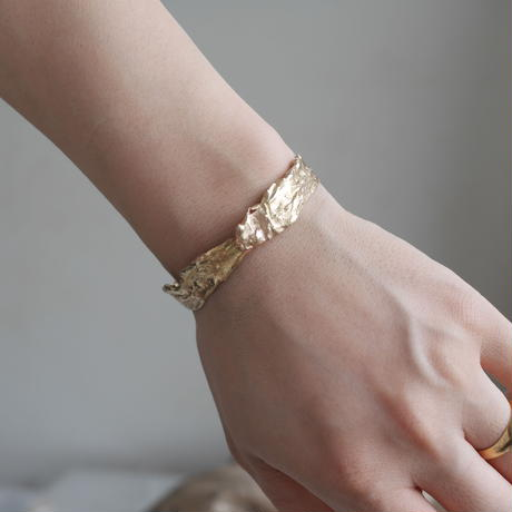 Rough bangle -gold-