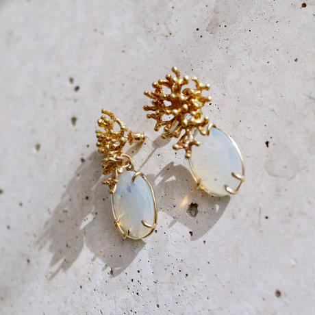 Quartz〈opal  colored〉coral earrings