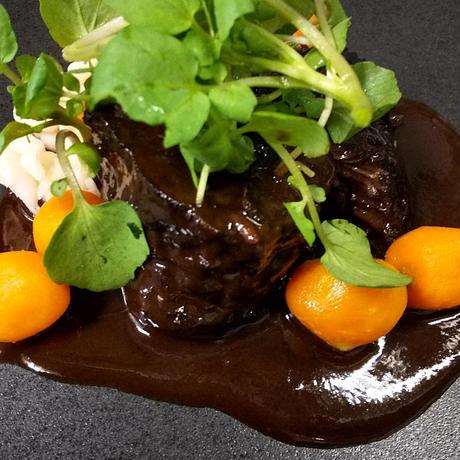 北海道産 牛ほほ肉の赤ワイン煮込み