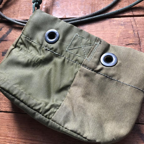 1970's nylon pouch with para-code