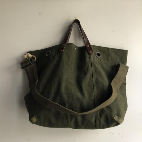 #1038 early 60's duffle messenger bag
