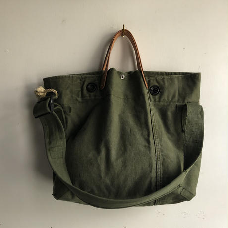 #1040 1960's duffle messenger bag