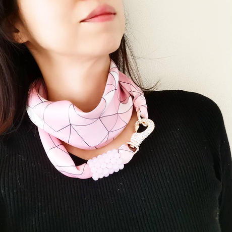 バルサンティ イタリア製 スカーフネックレス (ラインストーンフック)ライトピンク