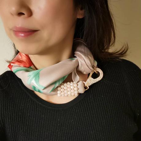 バルサンティ イタリア製スカーフネックレス(ラインストーンフック)ガーディニア
