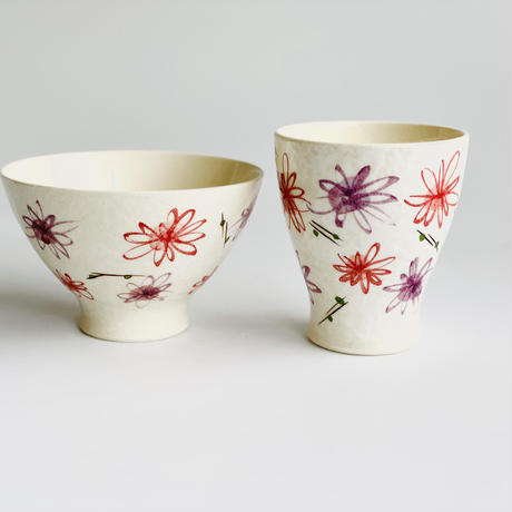 二色小花 コップ 赤