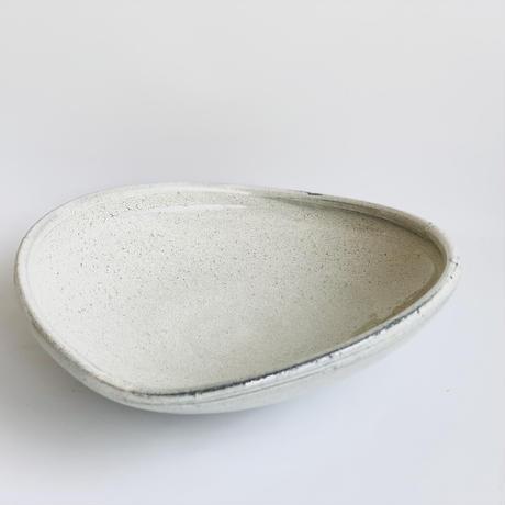 【手造り】黒土かいらぎ  玉縁平盛鉢小