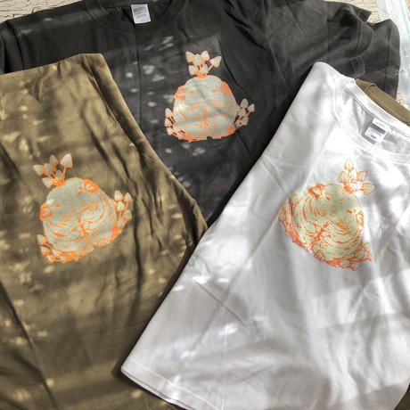 【数量限定/サイズ在庫限り】《Chinchilla souri*》キノコが生えたチンチラが光るTシャツ