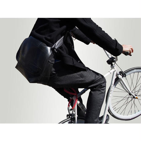 Muni : Messenger Bag (M)